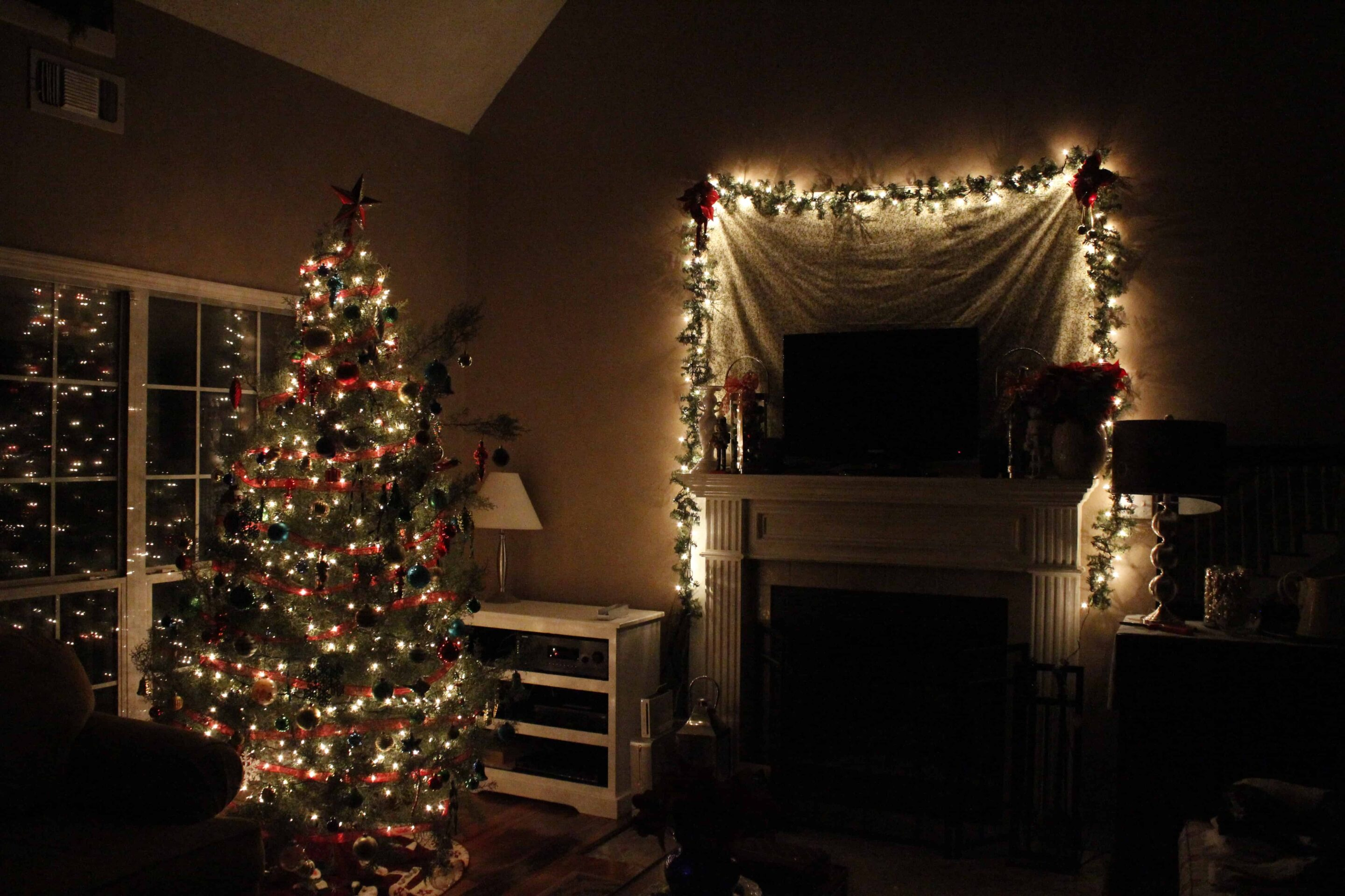 Decorating on the Cheap: Christmas!!!!