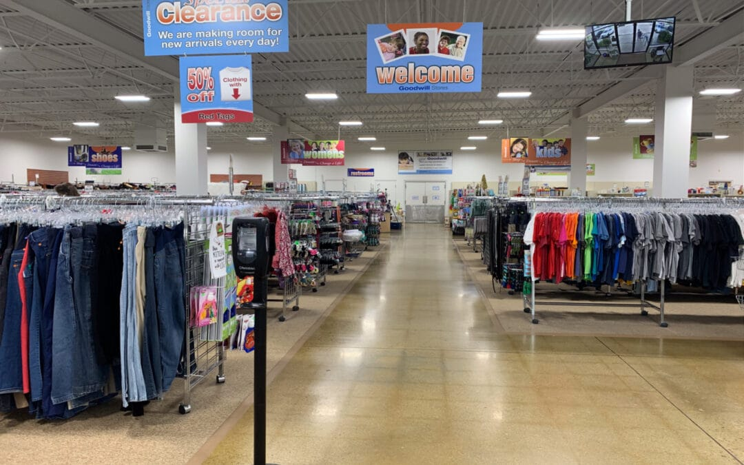18 Tips to Find the Best Stuff While Thrifting