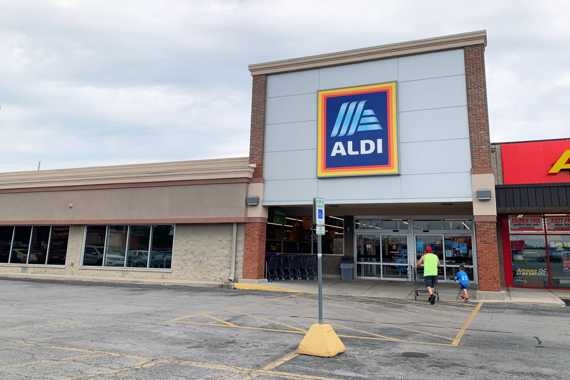 an Aldi grocery store life full and frugal